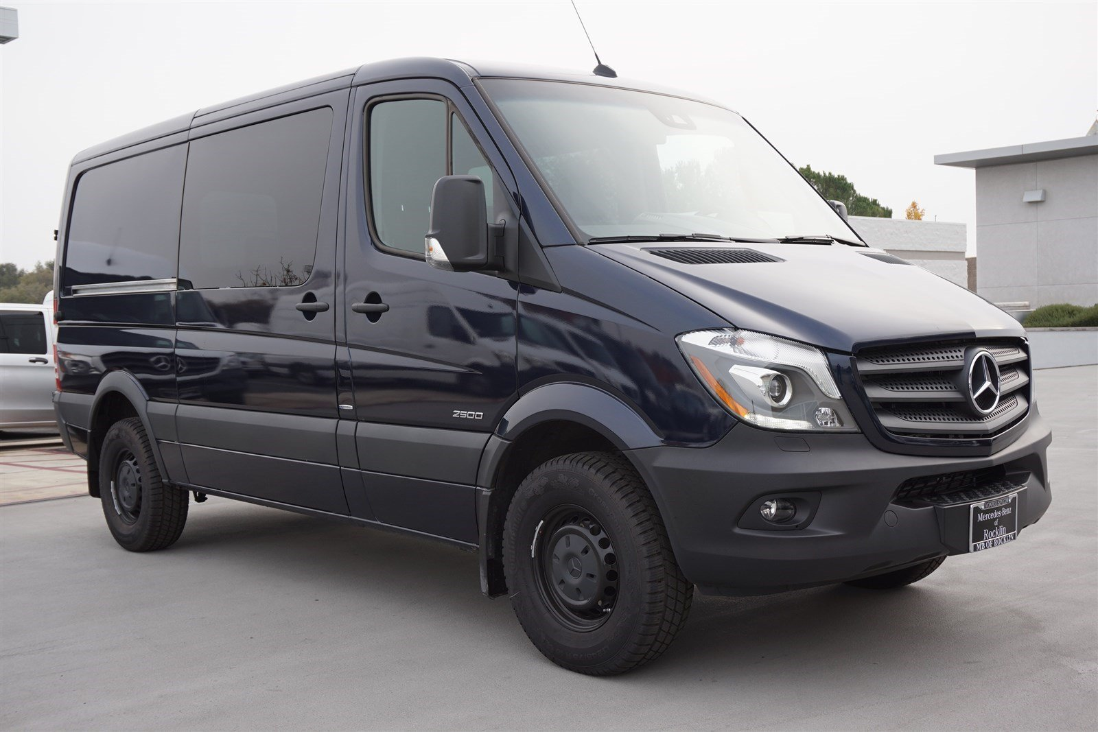 New 2016 mercedes benz sprinter passenger vans full size for Mercedes benz 7 passenger